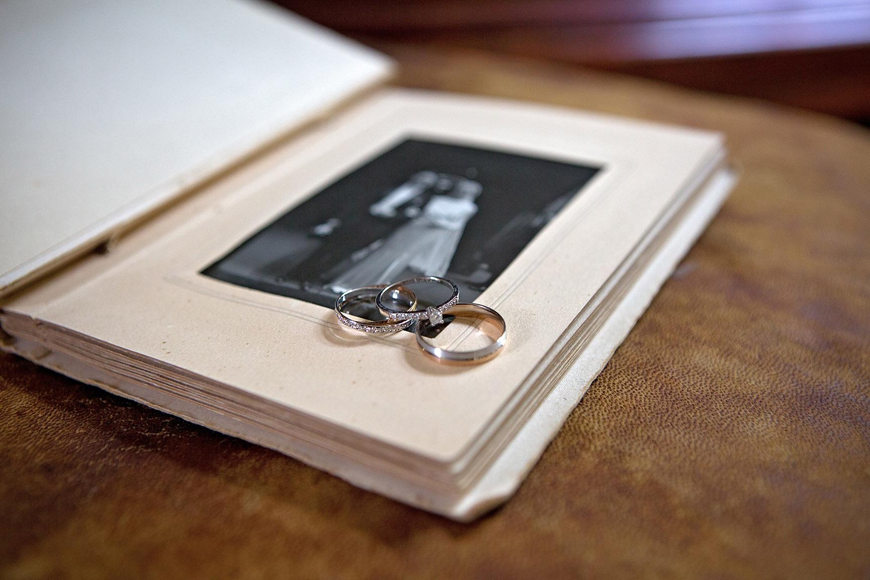 Photographe de mariage à Blois : les alliances (par Aurélie Coquan photographe)