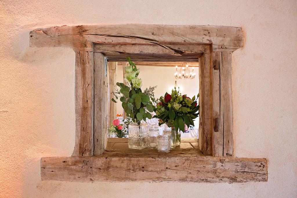 Mariage bohème : idée de décoration de salle. Ou comment habiller les niches de votre salle de réception par Aurélie Coquan photographe de mariage à Châteaudun | www.aureliecoquan.fr