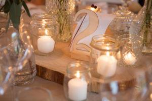 Mariage bohème : les incontournables bougies en guide de décoration de table | Photographe de mariage à Châteaudun : www.aureliecoquan.fr
