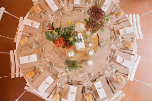 Mariage bohème : la décoration des tables rondes de mariage. | Photographe de mariage à Châteaudun : www.aureliecoquan.fr