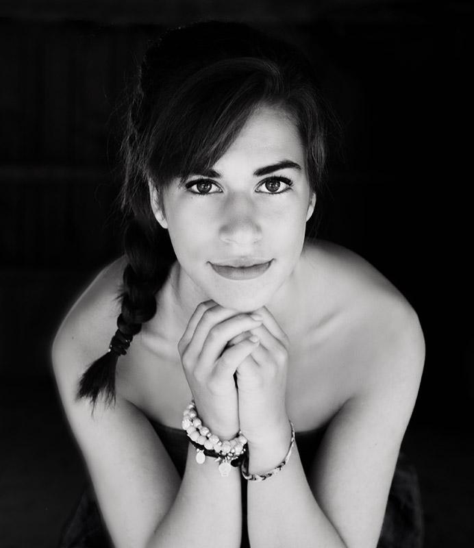 lycéenne portrait intemporel en noir & blanc, séance photo pour lycéen à Châteaudun | www.aureliecoquan.fr