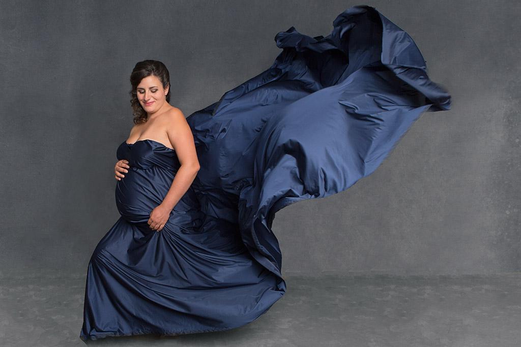 Séance photo grossesse : photo artistique de femme enceinte par Aurélie Coquan Photographe