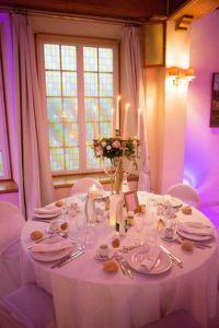 Décoration salle de mariage romantique au domaine de Moresville | www.aureliecoquan.fr