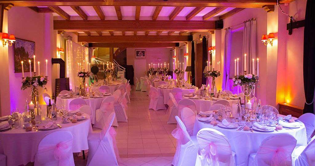 Domaine de Moresville : décoration salle de mariage féérique par Aurélie Coquan Photographe de mariage à Châteaudun